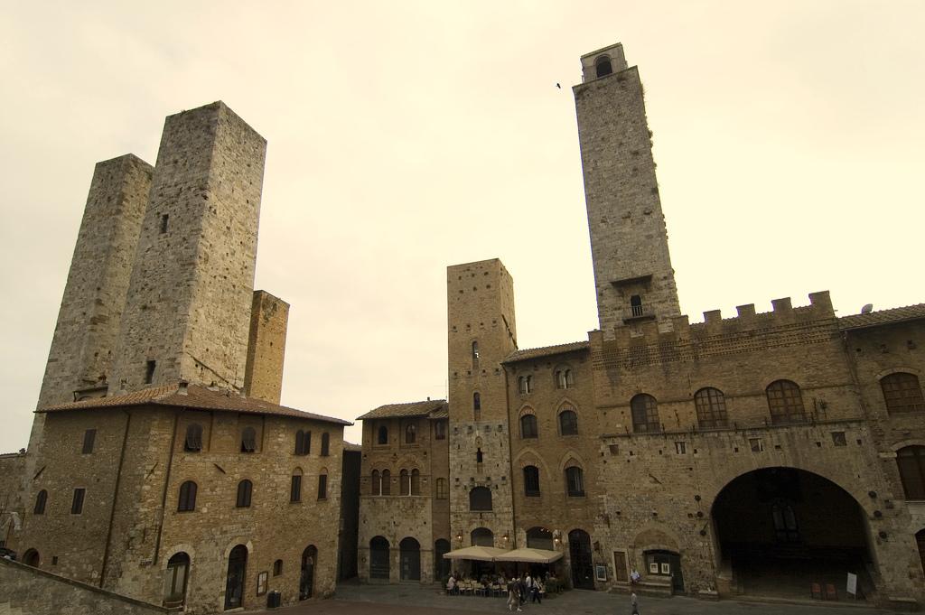 piazza_del_duomo_in_san_gimignano