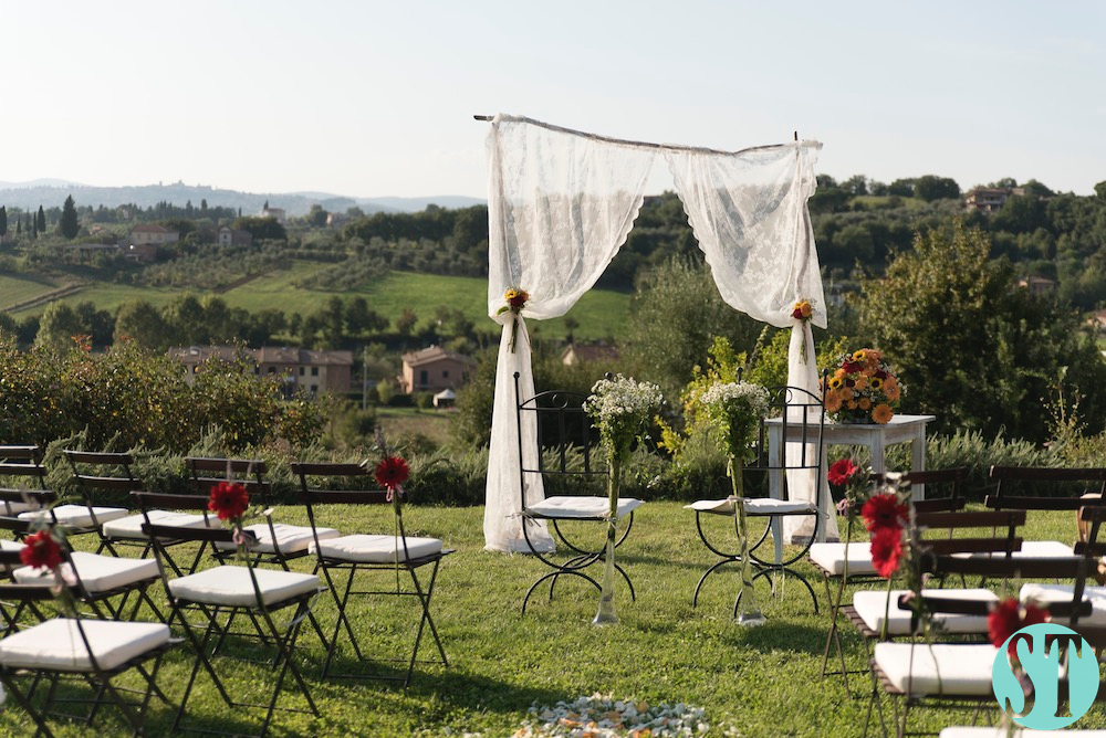 20Country wedding in tuscany - string lights
