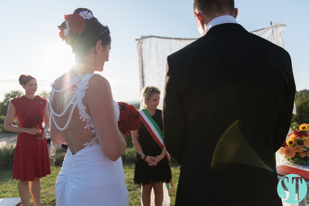 28Country wedding in tuscany - string lights