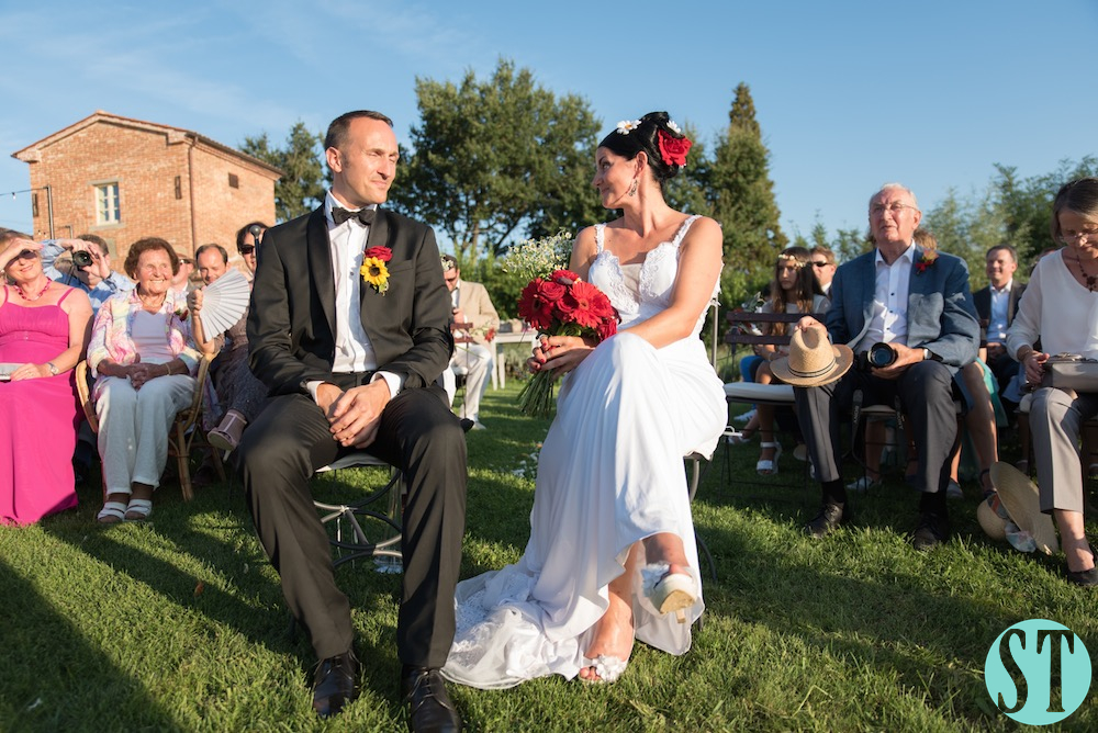 29Country wedding in tuscany - string lights