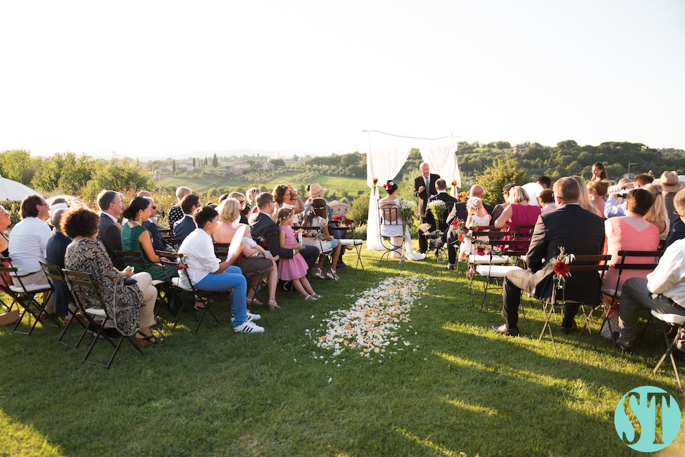 31Country wedding in tuscany - string lights