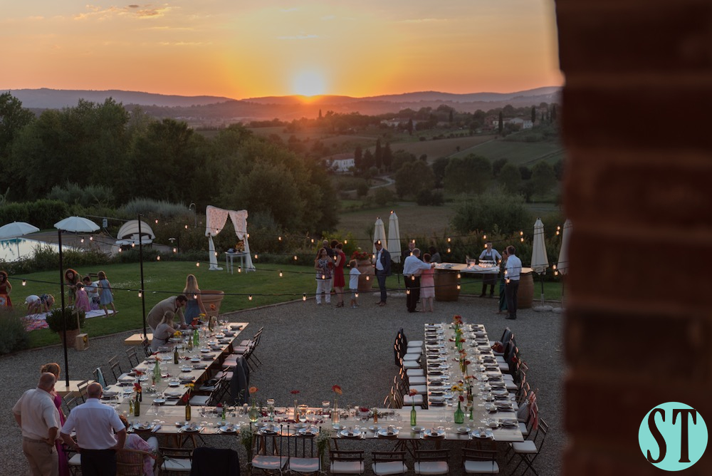 39Country wedding in tuscany - string lights