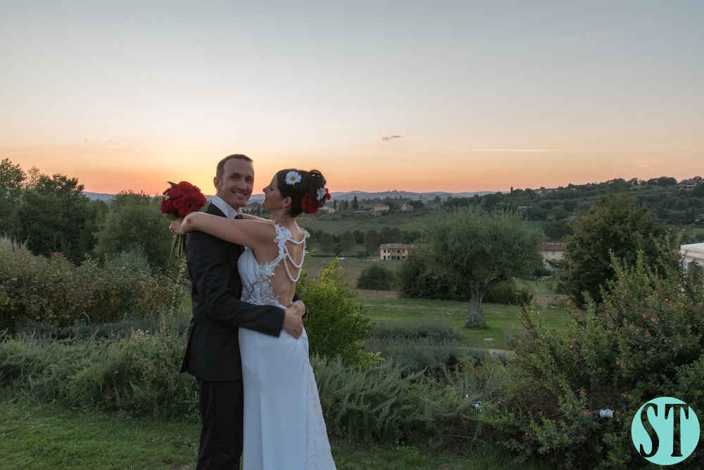 45Country wedding in tuscany - string lights