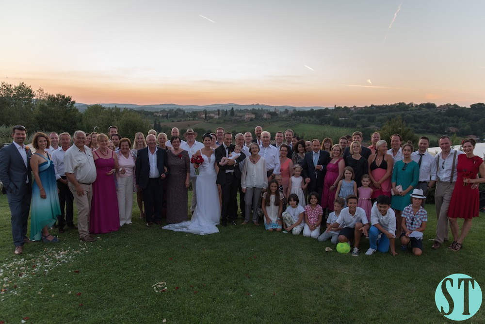 47Country wedding in tuscany - string lights