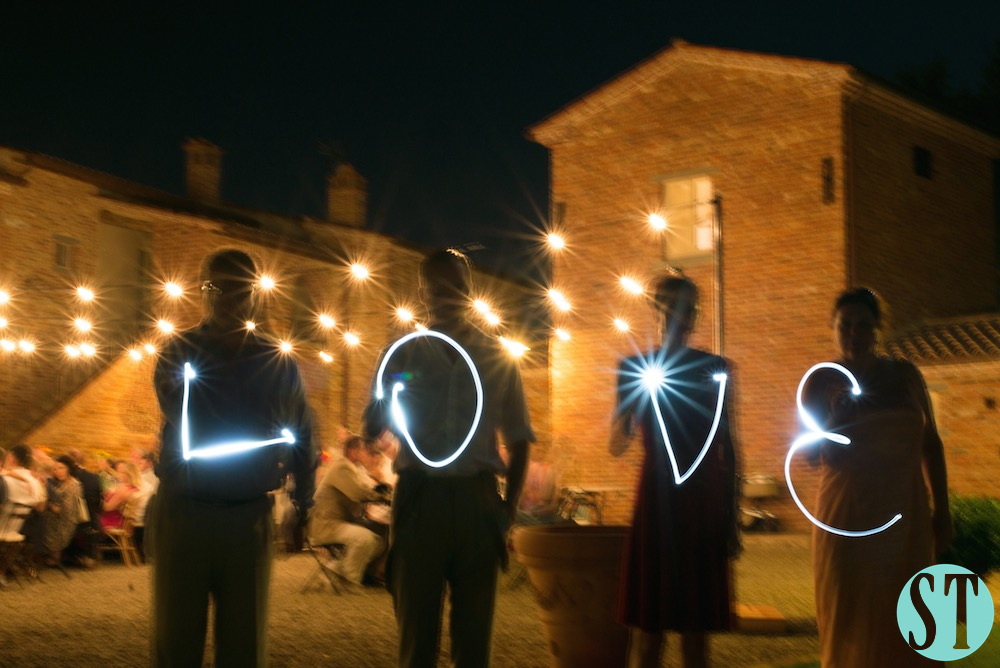 51Country wedding in tuscany - string lights