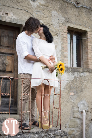 16Romantic engagement in Tuscany
