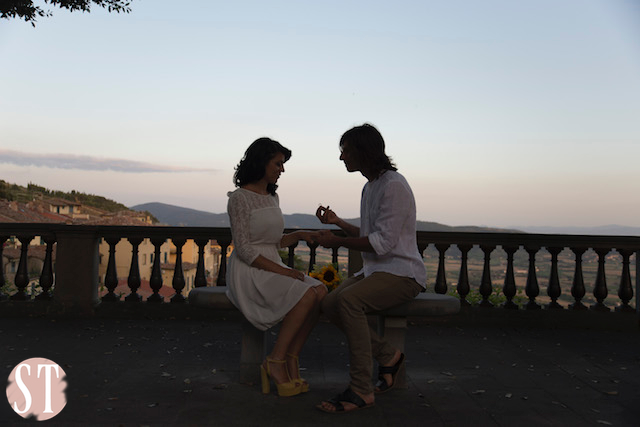 29Romantic engagement in Tuscany