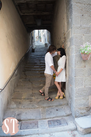 35Romantic engagement in Tuscany